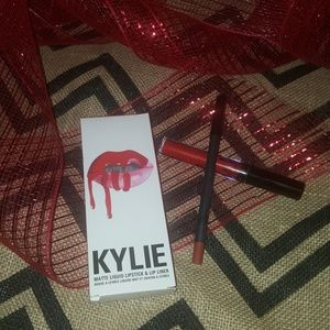 Kylie matte liquid lipstick & liner #22
